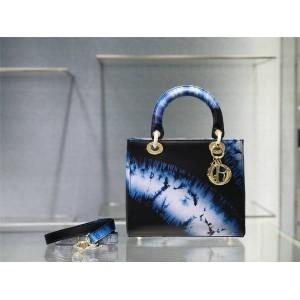 迪奥官网海外代购网真皮印花Tie & Dior 图案中号 LADY手袋戴妃包M0565