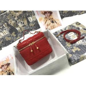 迪奥官网奢侈品女包新款羊皮小号 DIORTRAVEL 手袋化妆包S5488