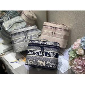 迪奥官网女包批发网刺绣DIORTRAVEL 手袋化妆包S5480