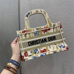 DIOR迪奥官网奢侈品牌排名Hibiscus 刺绣帆布迷你 BOOK TOTE 手袋