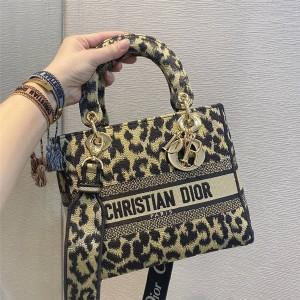 dior包包官网价格迪奥代购Mizza 图案刺绣LADY D-LITE 手袋M0565
