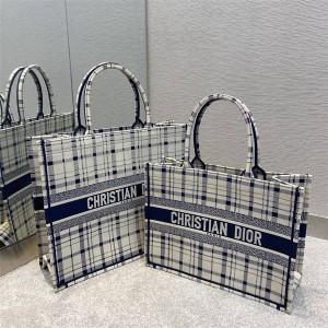 迪奥香港官网正品代购Check'n'Dior 图案刺绣BOOK TOTE 手袋